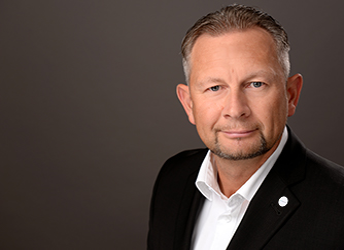 Herr Lars Engelking