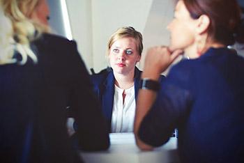 Körpersprache, Mimik und Gestik im Bewerbungsgespräch